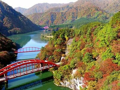 秋色に染まれ 関川・荒川峡