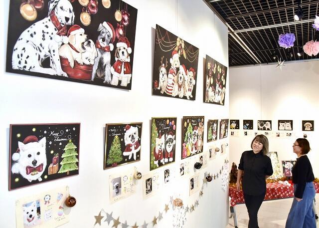 愛らしい犬や猫のチョークアートが並ぶ作品展=10月30日、福井県鯖江市まなべの館