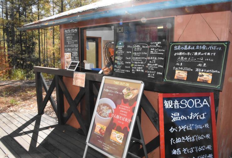 観音SOBAの店舗。クレープやコーヒーなども販売している