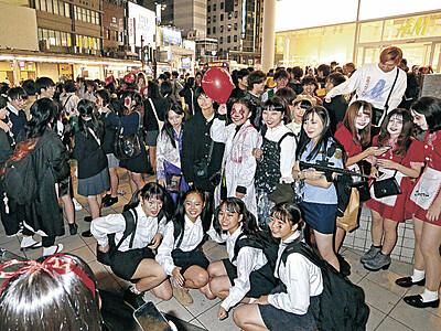 ハロウィーン仮装で集合 金沢・片町きらら広場
