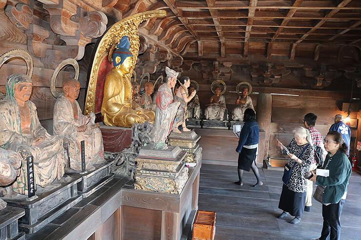 特別公開された瑞龍寺の楼上=高岡市関本町