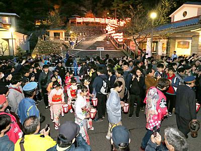 ぼんぼり祭り変わらぬ熱気 金沢・湯涌 台風で順延、規模縮小も