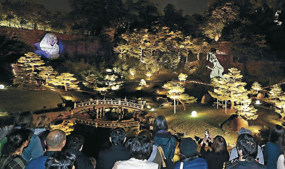 光や映像、ダンスが融合したスペシャルアートショー=金沢城公園玉泉院丸庭園