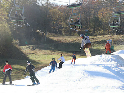 軽井沢のスキー場、県内トップを切って初滑り
