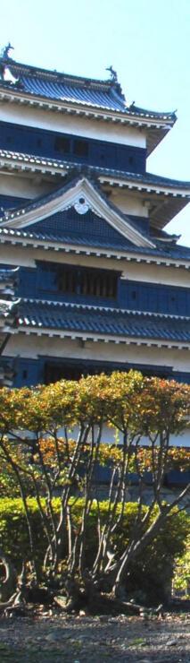 黒い漆塗りの壁を持つ松本城