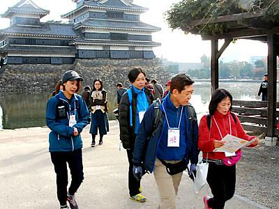 てくてく、北アルプス眺め 松本城ウォークに県内外400人