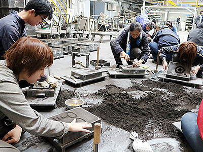 世界に一つ 鋳物完成 高岡 産学官プロジェクト