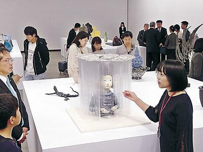 「越境」工芸、意欲光る 金沢21美で工芸トリエンナーレ開幕