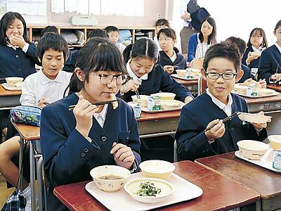金沢産メギス 小中学生が給食味わう