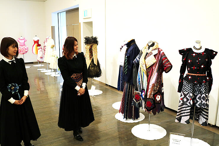 ファッションビジネス学科の歩みを紹介する作品展