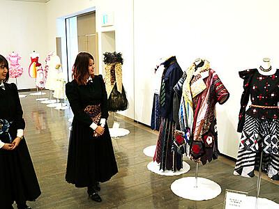 72年間の歩み見て 臼井学園のファッション学科 閉科控え作品展