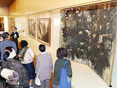 「墨画×革命展」開幕 県水墨美術館