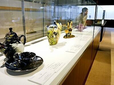 世界の陶芸家の器を一堂展示 福井県陶芸館、12月22日まで