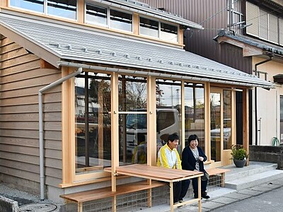 丸岡城に来たら「城小屋マルコ」寄って 坂井市・城ファン拠点