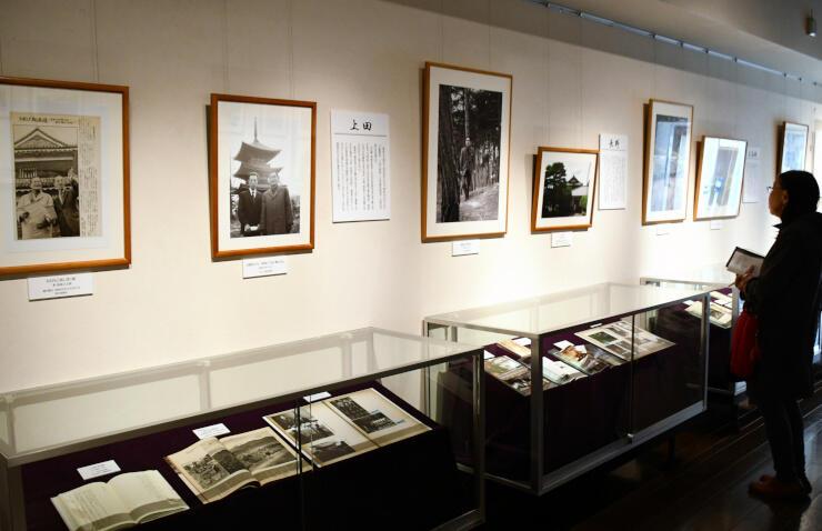池波さんの信州での足跡をたどる展覧会