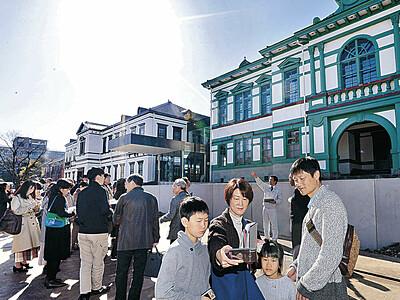 明治の趣「金沢に合う」 移転の国立工芸館で見学ツアー