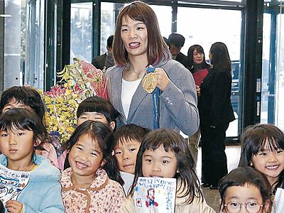 スポーツ特別賞 川井梨紗子選手に県が贈呈