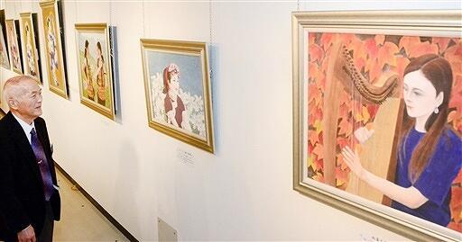 色彩豊かな日本画39点が並ぶ児嶋さんの個展=11月26日、福井県福井市の県立美術館