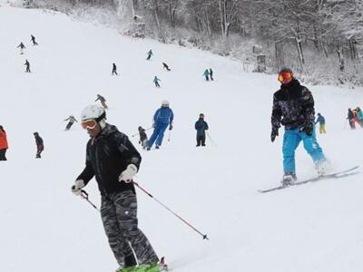 待ってた白銀の滑り 湯沢・かぐらスキー場オープン