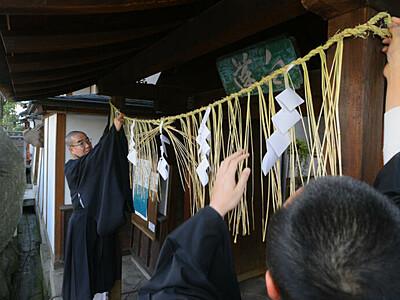 台風災害思い「御注連張り」 善光寺、新年へ準備