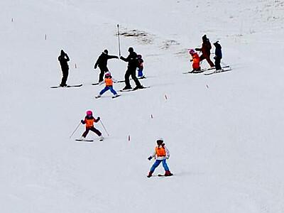 待ち焦がれた初滑り 志賀高原、統一スキー場開き祭