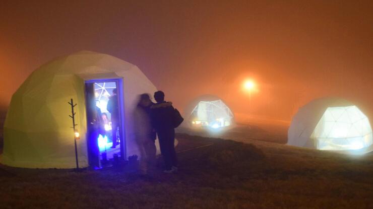竜王スキーパークに設営された「かまくらポットダイニング」のドーム形テント