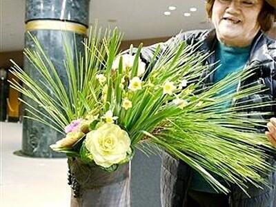 越前焼と越前水仙がコラボ 福井県、水仙まつり合わせ越前陶芸村で企画展