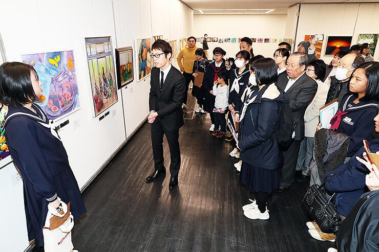 講評会が行われたTOMIICHI中学生造形コンクール