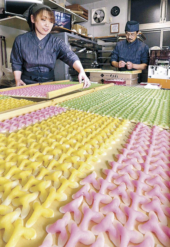 新春の華やぎを漂わせる辻占=白山市内の和菓子店