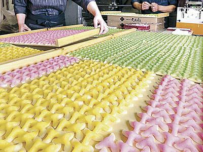 令和も辻占で運試し 白山・鶴来の菓子店で製造最盛期
