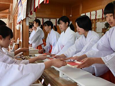 令和の正月、巫女も気を引き締めて 安曇野の穂高神社で研修会