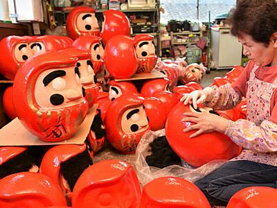 「松本だるま」新年へ準備着々 安曇野・玄蕃稲荷神社