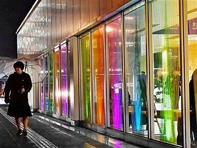えち鉄福井駅舎 毛糸で光の世界表現 大学生がデザイン