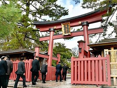 気比神宮の中鳥居1年ぶりお目見え 台風で倒壊、修繕完了