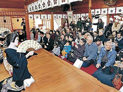 にし茶屋街の芸妓衆、華麗に 金沢・春日神社で舞い初め