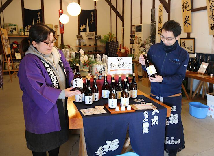 純米生原酒などを持つ沓掛酒造の社員