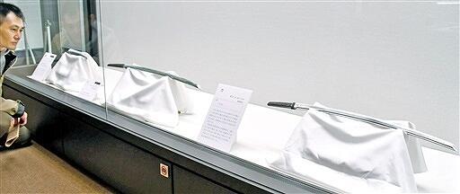 敦賀ゆかりの名品が並ぶ展示=福井県敦賀市立博物館