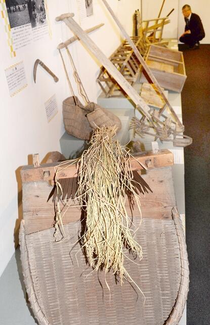 機械化する前に使われていた農具。昔の人の知恵が詰まっている=1月7日、福井県小浜市の県立若狭歴史博物館