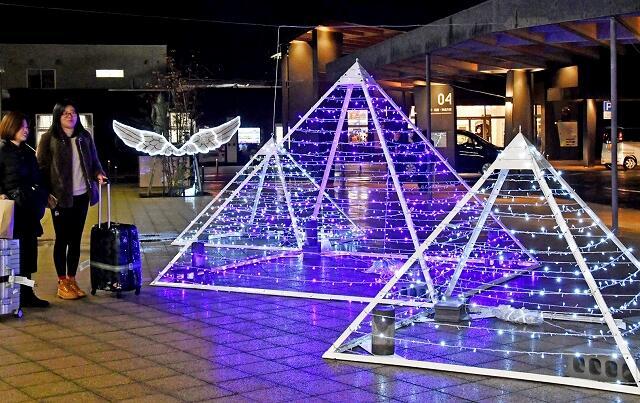 敦賀工高の生徒が製作したイルミネーション=1月9日、福井県敦賀市白銀町