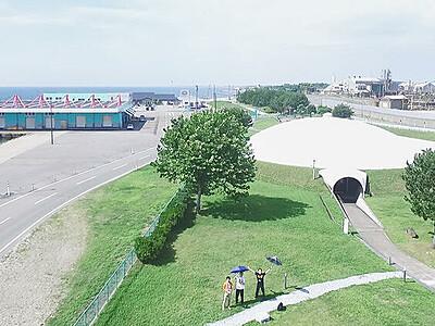 ドローンで来館者撮影 18日から魚津埋没林博物館、風景織り交ぜ動画提供