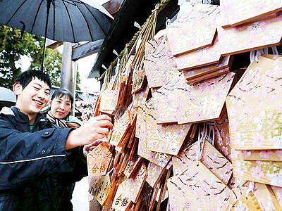 受験生の願い届け 県内神社、合格祈願絵馬並ぶ