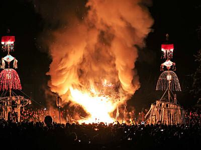 道祖神祭り、炎の攻防 野沢温泉