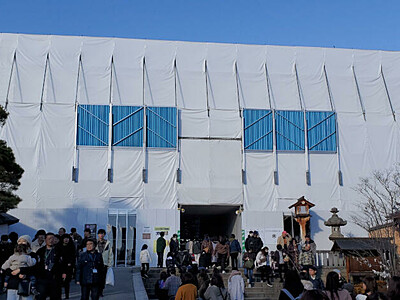 善光寺・仁王門の屋根、改修工事 銅板寄進で願い事