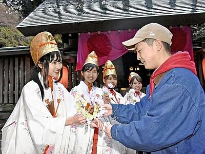 金崎宮の「花換え」巫女しよう 敦賀観光協会3人程度募る