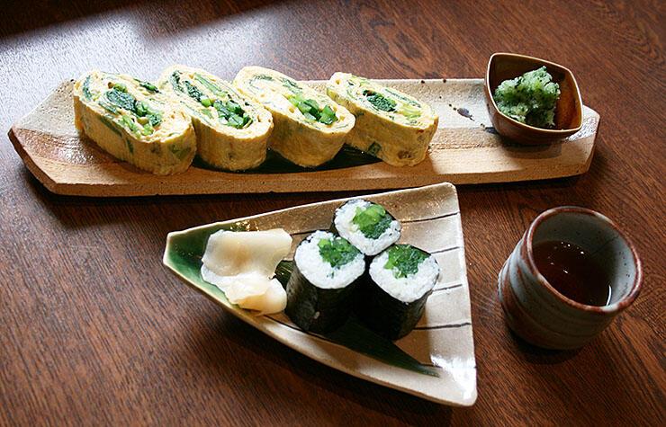 五箇山旬菜工房いわなで提供しているだし巻き玉子と巻き寿司