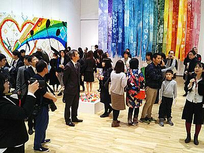 県内8校、素材生かし共同制作 県美術館で「START」展開幕