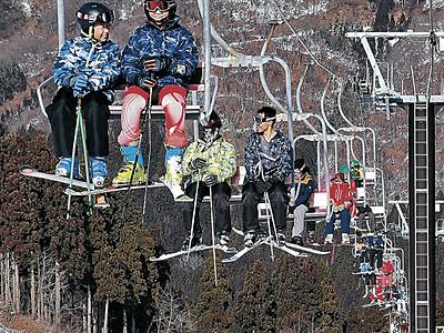 一里野スキー場 1カ月遅れの初滑り