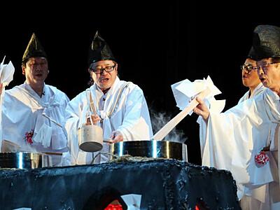南信州の熱気「天孫降臨」の地に 霜月祭り「湯立て神楽」披露