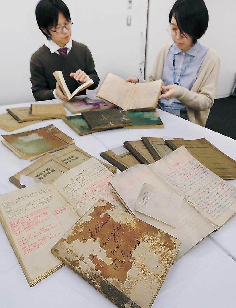 完成した西田直筆ノートのレプリカ=かほく市の石川県西田幾多郎記念哲学館