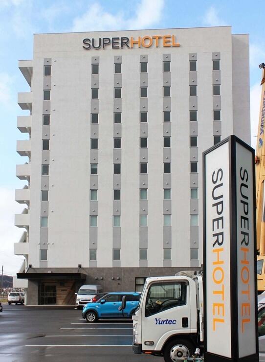 オープンした「スーパーホテル上越妙高駅西口」=30日、新潟県上越市